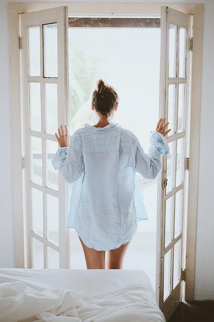 本当に早起きは三文の得なのか?早く起きる事と仕事の関係性について